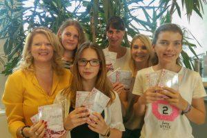 Präsentierten den neuen Mädchenmerker an der Willy-Brandt-Gesamtschule. Von links: Heidi Noetzel, Alena Nagel, Anouk Slemminger, Judith Niehusmann, Stefanie Karkowski, Tabea Kuhnert